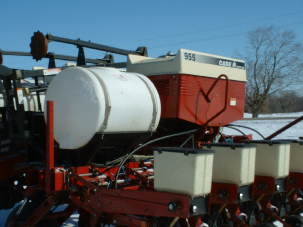 Farm equipment with fertilizer tank